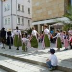 Kinder-Mitmach-Tanz auf der Bühne vor dem Neuen Rathaus