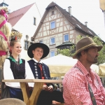 Brautwagen der Volkstanzgruppe Frommern im Festzug (Foto Hempel)