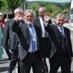 Festzug mit dem Albvereins-Präsidenten (rechts) und Vizepräsident Schönherr (Foto Ebert)