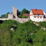 Burg Derneck mit dem Wanderheim des Schwäbischen Albvereins