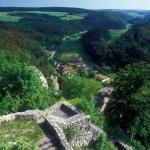 In luftiger Höhe – Ausblick von Ruine Hohengundelfingen ins Große Lautertal
