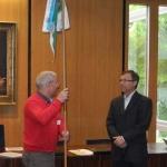 Wimpelübergabe im Rathaus Bad Friedrichshall von BM Dolderer an Eugen Kramer