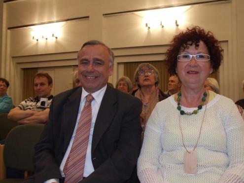 """Albvereins-Präsident Dr. Rauchfuß und Gerlinde Kretschmann bei der Podiumsdiskussion """"Wandern und Gesundheit"""""""